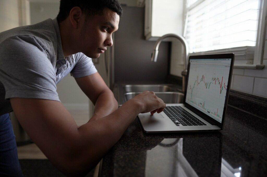 15. Perbedaan investasi dan trading